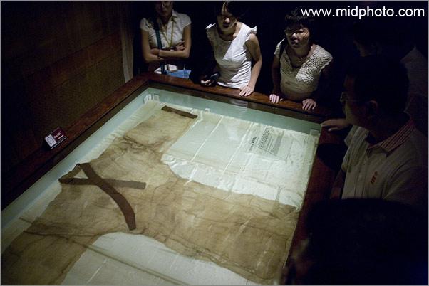 长沙马王堆西汉古墓出土的素纱蝉衣,重49克